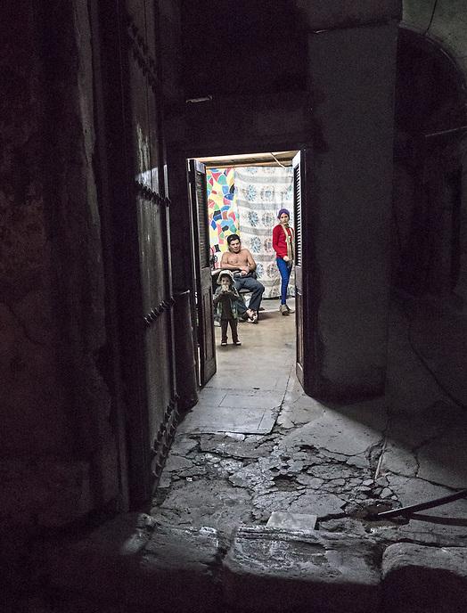 Front door open to the street, La Habana Vieja