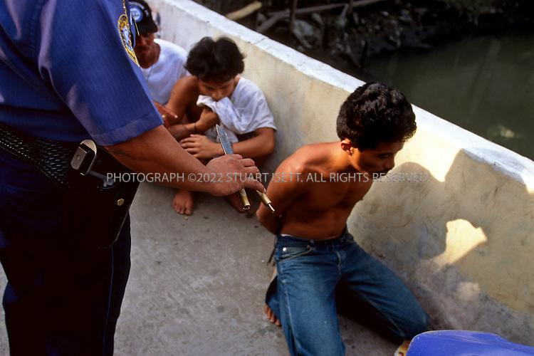 4/15/1999--Manila, Philippines...Photograph by Stuart Isett.©2004 Stuart Isett. All rights reserved