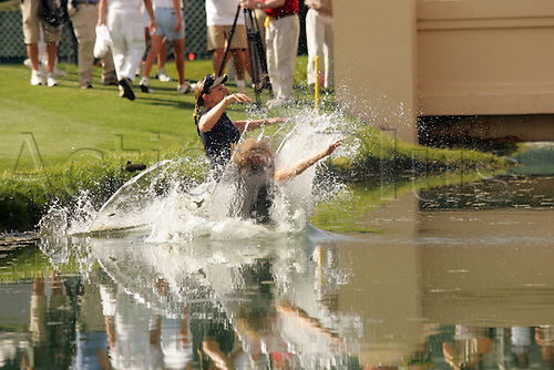 27 March 20005: Swedish golfer Annika Sorenstam (SWE) celebrates by jumping in the water after her victory in the Kraft-Nabisco Championship at Mission Hills CC, Rancho Mirage, California Photo: Darren Carroll/actionplus...winner female women's 050327 golf joy celebration