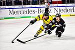 Marcus Weber (Nuernberg) gegen Martin Schymainski (Krefeld) im Spiel der DEL, Nuernberg Ice Tigers (dunkel) - Krefeld Pinguine (hell).<br /> <br /> Foto © PIX-Sportfotos *** Foto ist honorarpflichtig! *** Auf Anfrage in hoeherer Qualitaet/Aufloesung. Belegexemplar erbeten. Veroeffentlichung ausschliesslich fuer journalistisch-publizistische Zwecke. For editorial use only.