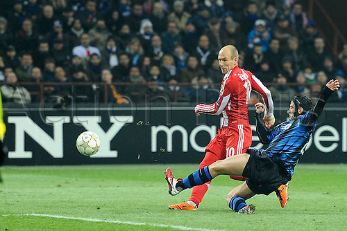 23 02 2011  Champions League Inter versus Bayern. Photo Palo  Chievo blocks a shot from Arjan Robben