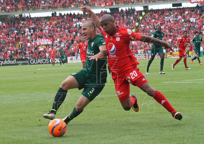 BOGOTA -COLOMBIA, 19-02-2017.Steven Lucumi (R) paler of America De Cali fights the ball agaisnt of Andres Correa (L) player of La Equidad.Action game between  La Equidad and America de Cali during match for the date 4 of the Aguila League I 2017 played at Ne stadium . Photo:VizzorImage / Felipe Caicedo  / Staff