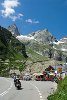 Switzerland, Canton Uri, roadhouse at Sustenpass Road -Fuenffingerstock mountains with peaks Wendenhorn und Wasenhorn