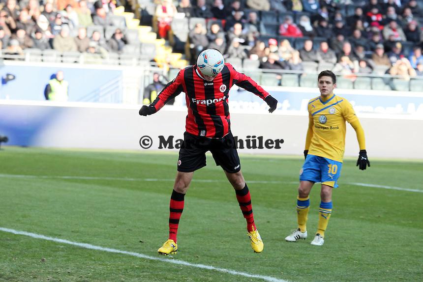 Kopfball Alex Meier (Eintracht) beim 1:1
