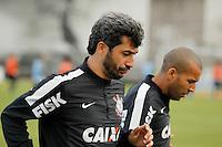 SAO PAULO, SP 27 SETEMBRO 2013 - TREINO CORINTHIANS - O jogador Douglas durante o treino de hoje, no Ct. Dr. Joaquim Grava. foto: Paulo Fischer/Brazil Photo Press.