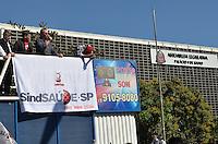 SAO PAULO, 05 DE JUNHO DE 2013 - GREVE SAUDE - Funcionários públicos da Saúde em greve protestam na Assembléia Legislativa, região sul da capital, na manhã desta quarta feira, 05. (FOTO: ALEXANDRE MOREIRA / BRAZIL PHOTO PRESS)