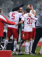 Fussball 2. Bundesliga:  Saison   2012/2013,    14. Spieltag  TSV 1860 Muenchen - 1. FC Koeln  16.11.2012 JUBEL nach dem TOR zum 0:2 mit Dominic Maroh, Trainer Holger Stanislawski und Matthias Lehmann (v. li., 1. FC Koeln)