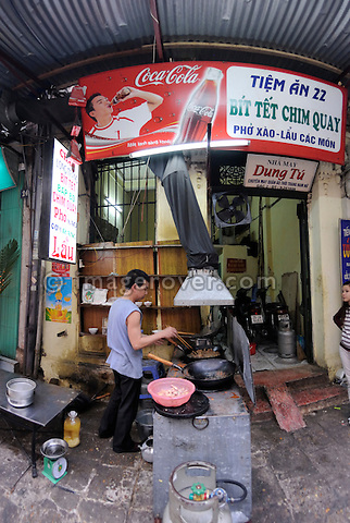 Asia, Vietnam, Hanoi. Hanoi old quarter. Food preparation at roadside restaurant.
