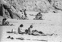 Plage nudiste, californie, 1970<br /> <br /> PHOTO : Alain Renaud - Agence Quebec presse