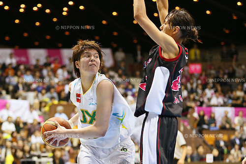 (L-R) Ramu Tokashiki (Sunflowers), Mucha Mori (Antelopes), MARCH 19, 2013 - Basketball : The 14th Women's Japan Basketball League Playoffs Final Game #4 between Toyota Antelopes 61-72 JX Sunflowers at 2nd Yoyogi Gymnasium, Tokyo, Japan. (Photo by AFLO SPORT) [1156]