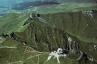 Europe/France/Auvergne/63/Puy-de-Dôme/Parc Naturel Régional des Volcans/Monts Dores: Vue aérienne du Puy de Sancy (1885 mètres)