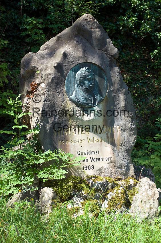 Oesterreich, Salzburger Land, Stadt Salzburg: Gedenkstein an den heimischen Mundartdichter Sylvester Wagner auf dem Moenchsberg | Austria, Salzburger Land, Salzburg: memorial stone at Moenchsberg for Sylvester Wagner, local dialect poet