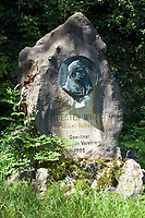 Oesterreich, Salzburger Land, Stadt Salzburg: Gedenkstein an den heimischen Mundartdichter Sylvester Wagner auf dem Moenchsberg | Austria, Salzburger Land, Salzburg: memorial stone at Moenchsberg for Sylvester Wagner, local dialect poet