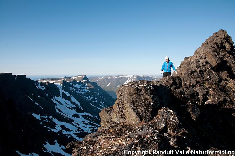 Navnløs topp øst for Nordmannsjøkulen på Seiland. ---- Nameless summit east of Nordmannsjøkulen on Seiland.