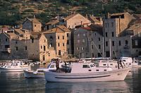 Europe/Croatie/Dalmatie/ Ile de Vis/ Komiza: le port de pêche
