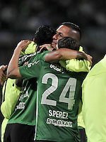 MEDELLÍN -COLOMBIA-03-05-2016. Jugadores de Atlético Nacional de Colombia celebran el triunfo después del encuentro de octavos de final, llave A, con Huracan de Argentina por la Copa Bridgestone Libertadores 2016 jugado en el estadio Atanasio Girardot de la ciudad de Medellín. / Players of Atletico Nacional of Colombia celebrate the victory after knockout round match, Key A, against Huracan of Argentina for the Copa Bridgestone Libertadores 2016 played at Atanasio Girardot stadium in Medellin city. Photo: VizzorImage / Luis Ramirez / Staff