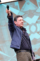 L'attore Sergio Castellitto in veste di conduttore sul palco del tradizionale concerto del Primo Maggio organizzato da Cgil, Cisl e Uil in piazza San Giovanni, Roma, 1 maggio 2009. .Italian actor Sergio Castellitto performs on stage as show host of the traditional May Day concert in St. John Lateran's Square, Rome, 1 may 2009..UPDATE IMAGES PRESS/Riccardo De Luca..