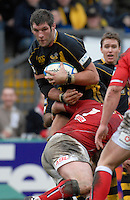 Wycombe, GREAT BRITAIN, Wasps, Simon SHAW, breaking through Iestyn THOMAS's tackle, during the Heineken Cup game Wasps vs Llanelli Scarlets, at Adams Park Stadium, Bucks, 13.01.2008 [Photo, Peter Spurrier/Intersport-images]