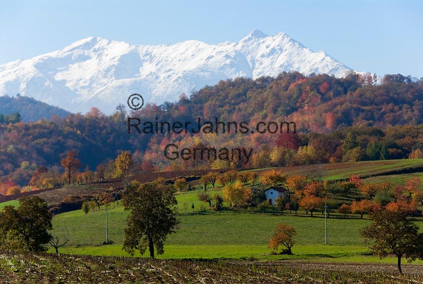Italien, Piemont, Provinz Cuneo, malerische Herbstlandschaft, Alpi Marittime (Seealpen)   Italy, Piedmont, province Cuneo, picturesque autumn landscape, Alpi Marittime (Maritime Alps)