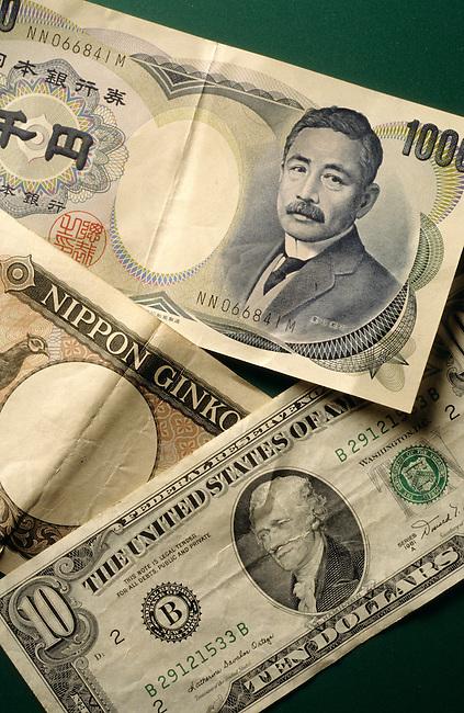 Coupures de billets de banque de differents pays. *** International currencies.