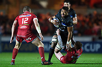 Taulupe Faletau of Bath Rugby fends Rhys Patchell of the Scarlets. European Rugby Champions Cup match, between the Scarlets and Bath Rugby on October 20, 2017 at Parc y Scarlets in Llanelli, Wales. Photo by: Patrick Khachfe / Onside Images