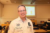 Gewinner der Wahl Burkhard Ziegler (Freie Wähler) erhält Glückwünsche