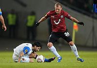 FUSSBALL   EUROPA LEAGUE   SAISON 2011/2012  SECHZEHNTELFINALE Hannover 96 - FC Bruegge                                    16.02.2012 Lior Refaelov (li, Bruegge) gegen Konstantin Rausch (re, Hannover 96)
