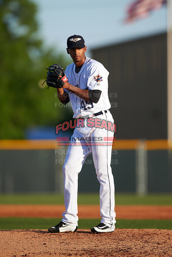 Lakeland Flying Tigers starting pitcher Endrys Briceno (45) gets ready to deliver a pitch during a game against the Tampa Yankees on April 7, 2016 at Henley Field in Lakeland, Florida.  Tampa defeated Lakeland 9-2.  (Mike Janes/Four Seam Images)