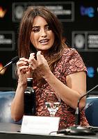 SAN SEBASTIAN, ESPANHA, 25 SETEMBRO 2012 - FESTIVAL DE CINEMA DE SAN SEBASTIAN - <br /> A atriz espanhola Pen&eacute;lope Cruz durante divulgacao do filme &quot;Venuto Al Mondo&quot; na 60&ordf; edi&ccedil;&atilde;o do Festival de Cinema de San Sebastian, na Espanha, nesta ter&ccedil;a-feira (25). (FOTO: ALFAQUI / BRAZIL PHOTO PRRESS).