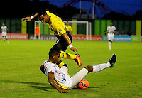BARRANCABERMEJA -COLOMBIA, 11-02-2017:  Alex Castro (Der) jugador de Alianza Petrolera disputa el balón con Fainer Torijano (Izq) de Deportes Tolima durante encuentro fecha 3 de la Liga Aguila I 2017 disputado en el estadio Daniel Villa Zapata de la ciudad de Barrancabermeja. / Alex Castro (R) player of Alianza Petrolera fights for the ball with¨Fainer Torijano (L) player of Deportes Tolima during match valid for the date 3 of the Aguila League I 2017 played at Daniel Villa Zapata stadium in Barrancabermeja city. . Photo: VizzorImage / Jose Martinez / Cont