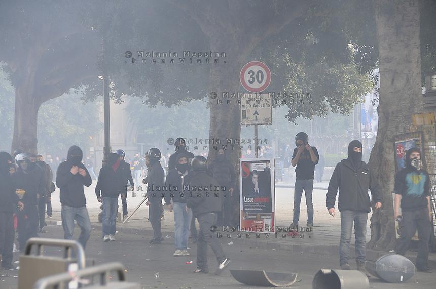 Palermo, clashes betweeen students and police.<br /> Palermo,scontri tra studenti e forze dell'ordine.