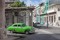 A taxi and a man on the street, Diez de Octubre, Habana