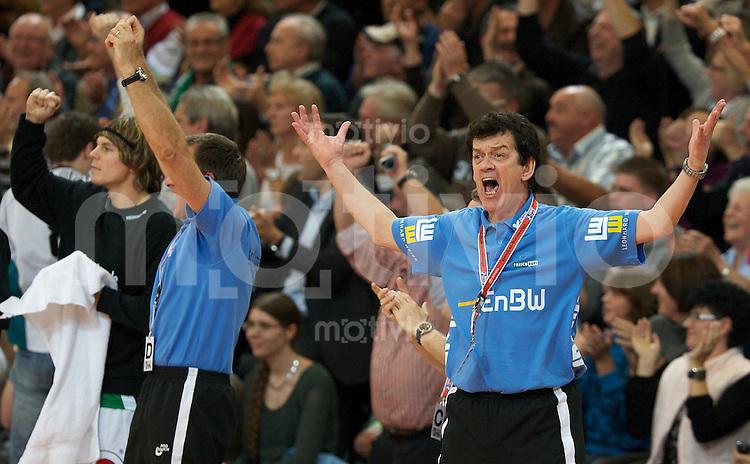 Handball 1.Bundesliga Herren 2009/2010, EWS Arena Goeppingen (Germany), FrischAuf Goeppingen - HSV Hamburg (36:35), Trainer Velimir Petkovic (FAG) jubelt