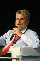 SÃO PAULO, SP, 07 DE FEVEREIRO DE 2012 - CAMPUS PARTY - DEBATE - INOVACAO TECNOLOGICA FORCA MOTRIZ PARA O DESENVOLVIMENTO ECONOMICO  - Presidente da Telefonica/Vivo Antonio Carlos Valente , durante debate - Inovação tecnológica: força motriz para o desenvolvimento econômico no Campus Party, no Anhembi em Sao Paulo, na tarde desta terça-feira. (FOTO: ALEXANDRE MOREIRA - NEWS FREE).