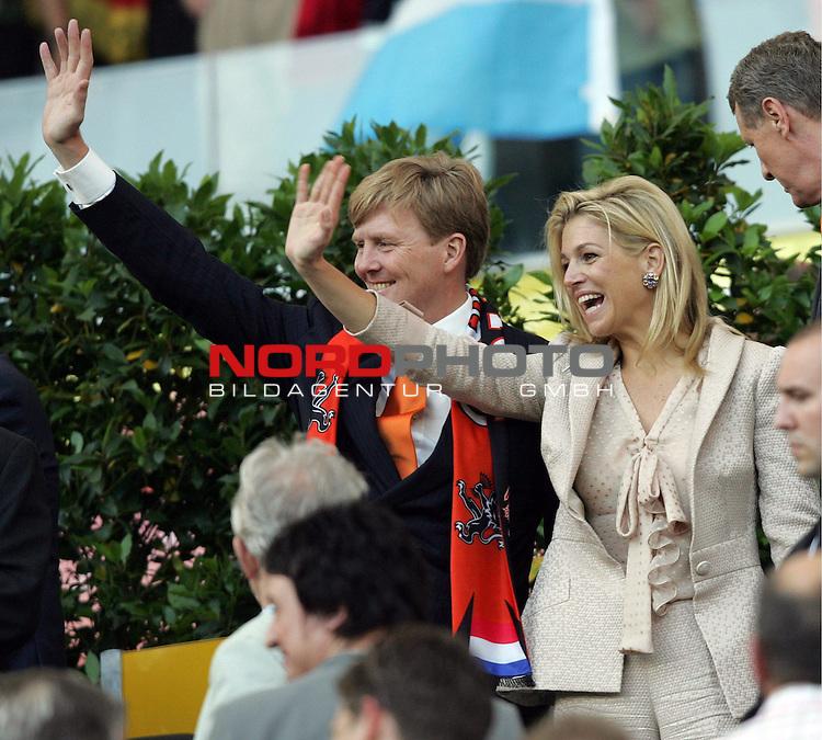 FIFA WM 2006 -  Gruppe C Vorrunde ( Group C )<br /> Play     #37 (21-Jun) - Niederland ( Holland ) - Argentinien<br /> <br /> Prinz Wilhelm Alexander der Niederlande mit seiner Frau Maxima zu Gast beim Spiel in Frankfurt.<br /> <br /> Foto &copy; nordphoto