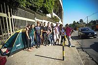SAO PAULO, SP, 13.09.2013- Fãs acampados na frente do Estádio Cícero Pompeu de Toledo o Morumbi para o show da Beyoncé no domingo dia 15 de setembro de 2013 (domingo). Abertura dos portões às 16h30. Show às 19h30 Adriano Lima / Brazil Photo Press