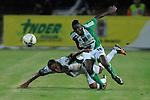 Atletico Nacional empato 1x1 en la liga postobon del futbol  en el torneo finalizacion del futbol colombiano<br /> A.Aviles Hurtado(d) disputando el balon