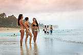 USA, Oahu, Hawaii, Logan Garcia and Kyla Tipps at Pipeline Beach on the North Shore of Oahu