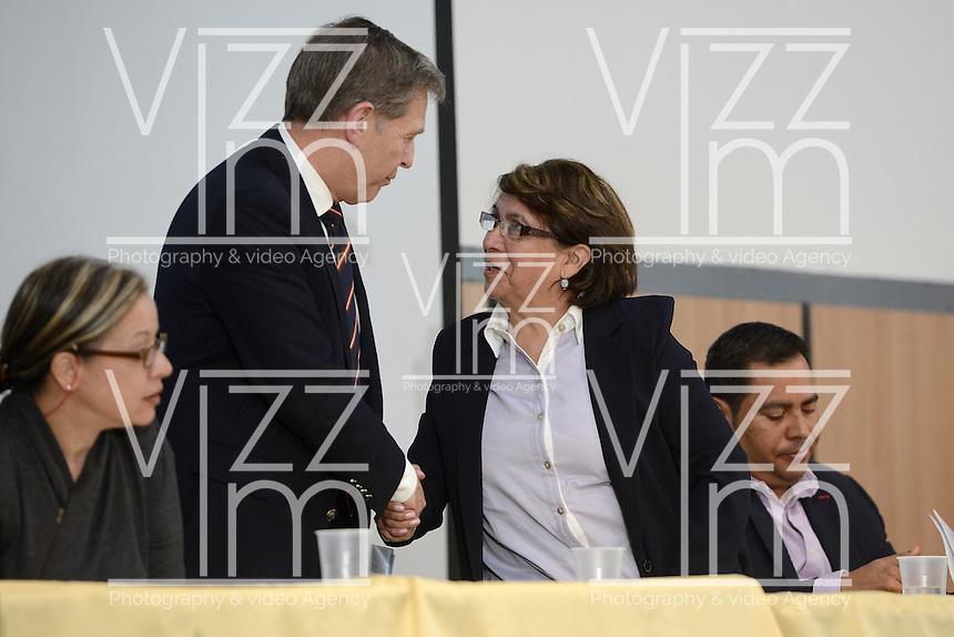 """BOGOTÁ -COLOMBIA. 10-10-2014. Tood Howland (Izq), Alto Comisionado UN, saluda a Aida Abella (Der), presidenta de la UP, durante el encuentro por la """"Dignidad de las Víctimas del Genocidio contra La UP"""" realizado hoy, 10 de octuber de 2014, en la ciudad de Bogotá./ Tood Howland (L), UN High Commissioner, greets to Aida Abella (R), president of UP, during the meeting for the """"Dignity of Victims of Genocide against The UP"""" took place today, October 10 2014, at Bogota city. Photo: Reiniciar /VizzorImage/ Gabriel Aponte<br /> NO VENTAS / NO PUBLICIDAD / USO EDITORIAL UNICAMENTE / USO OBLIGATORIO DELCREDITO"""