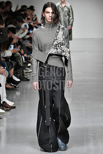 Ximon Lee presented by GQ China<br /> <br /> Londres Masculino - Inverno 2017<br /> <br /> <br /> foto: FOTOSITE