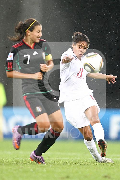17.07.2010,  Augsburg, GER, FIFA U20 Womens Worldcup, England vs Mexico,  im Bild Rangel Nayeli (Mexico Nr.7) und Cuellar Renae (Mexico Nr.11) , Foto: nph /  Straubmeier