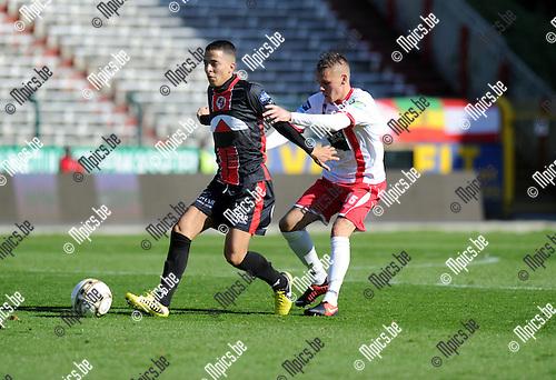 2012-09-28 / Voetbal / seizoen 2012-2013 / R. Antwerp FC - Brussels / Luke Giverin (Antwerp) in de rug van Redouan Aalhoul..Foto: Mpics.be