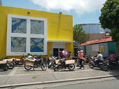 Patricia Báez. Oficinas de la empresa de envíos Caribe Express.