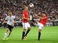 Mohammed Elyounoussi (Norwegen, Norway) klaert vor Thomas Müller (Deutschland Germany) - 04.09.2017: Deutschland vs. Norwegen, Mercedes Benz Arena Stuttgart