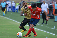 MEDELLÍN - COLOMBIA, 19-08-2018: German Cano (Der) jugador del Medellín disputa el balón con Fredy Hinestroza (Izq) de Rionegro Aguilas durante el partido entre Deportivo Independiente Medellín y Rionegro Aguilas por la fecha 5 de la Liga Águila II 2018 jugado en el estadio Atanasio Girardot de la ciudad de Medellín. / German Cano (R) player of Medellin vies for the ball with Fredy Hinestroza (L) player of Rionegro Aguilas during match between Deportivo Independiente Medellin and Rionegro Aguilas for the date 5 of the Aguila League II 2018 played at Atanasio Girardot stadium in Medellin city. Photo: VizzorImage / Leon Monsalve / Cont