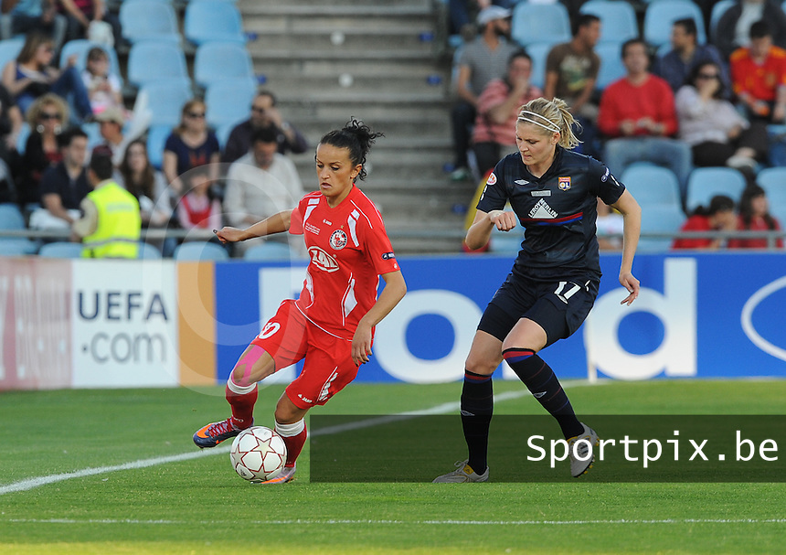 Uefa Women 's Champions League Final 2010 at  Coliseum Alfonso Perez in Getafe , Madrid : Olympique Lyon - Turbine Potsdam : Fatmire Bajramaj voor Corine Franco (rechts).foto DAVID CATRY / Vrouwenteam.be