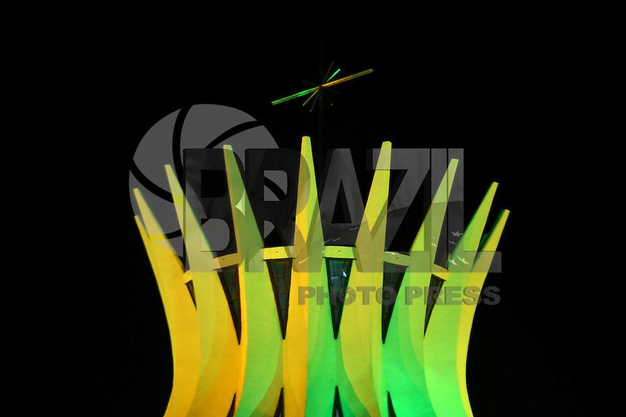 BRASÍLIA, DF, 06.06.2014 – COPA DO MUNDO FIFA – Catedral de Brasília iluminada com as cores verde e amarelo em homenagem a nossa Seleção que disputará a Copa do Mundo 2014. Brasília será sede de sete jogos na Copa do Mundo. A Catedral fica na Esplanada dos Ministérios em Brasília. (Foto: Ricardo Botelho / Brazil Photo Press)