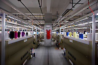 Un reparto di una fabbrica di seta ad Hangzhou, Cina.<br /> Silk factory in Hangzhou, China