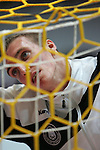 Nach 167 L&permil;nderspielen mit 576 Toren beendet Holger Glandorf seine Karriere in der deutschen Handball-Nationalmannschaft. Der 31-j&permil;hrige Linksh&permil;nder war 2007 Weltmeister und gewann im Juni mit der SG Flensburg-Handewitt die Champions League<br /> Archiv aus: <br />  WM  2007 - Deutschland , Spielort Dortmund   / Hauptrunde<br /> Tunesien  ( TUN ) vs Deutschland ( GER )<br /> Holger Glandorf (Deutschland) steht beim Aufw&permil;rmen hinter dem Tornetz.<br /> Foto &copy; nordphoto