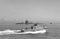 - motovedetta della Guardia di Finanza e sommergibile nucleare USA nel Golfo diNapoli (febbraio 1992)<br /> <br /> - Guardia di Finanza patrol vessel and US nuclear submarine in the Gulf of Naples (February 1992)